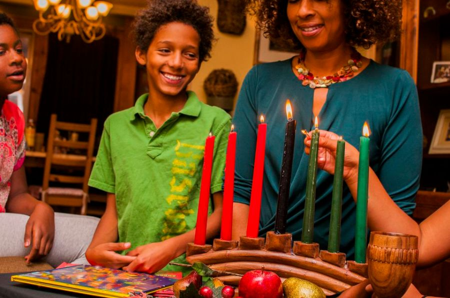 family-lighting-kinara-candles--celebrating-kwanzaa-530056471-59e4fa1c054ad9001132e9e9